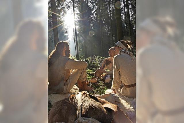 Drei Freunde leben zwei Wochen lang wie Menschen in der Jungsteinzeit