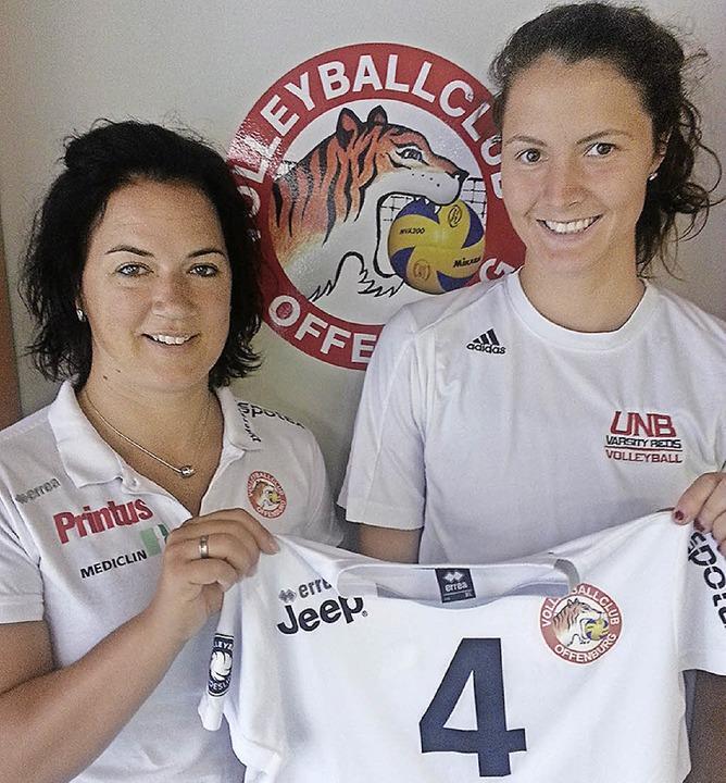 <BZ-FotoAnlauf>Volleyball:</BZ-FotoAnl...ulin (r.) mit Trainerin Tanja Scheuer   | Foto:  Verein