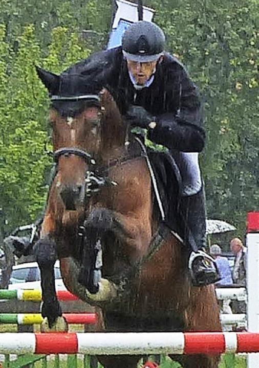 <BZ-FotoAnlauf>Reiten: </BZ-FotoAnlauf...ck Höchster reitet auf Enja zum Sieg.   | Foto:  D. Fink
