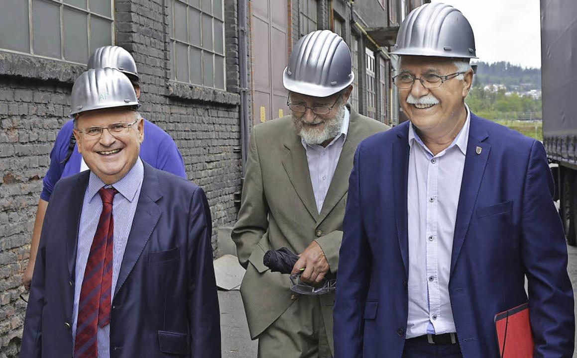 Alois Franke (links) führte Hidir Güra...ände der Aluminium-Werke Rheinfelden.   | Foto: ZVG
