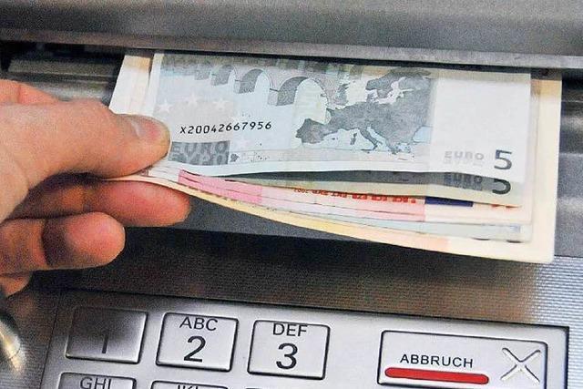 Banken erheben höhere Gebühren am Geldautomaten