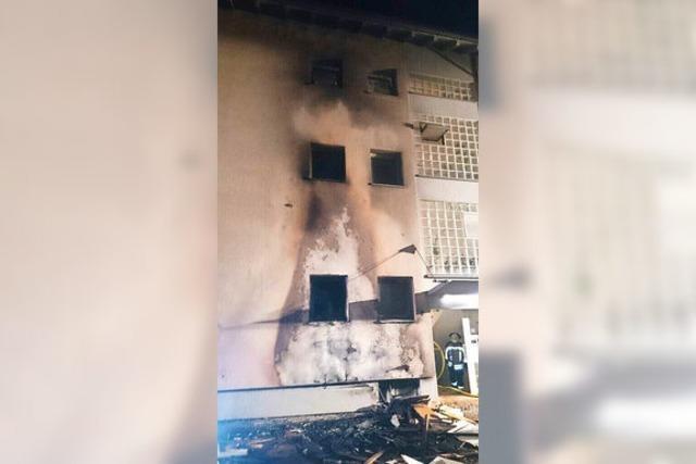 Sperrmüll brennt – und zieht drei Wohnungen in Mitleidenschaft