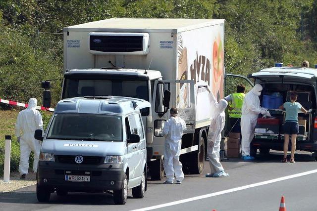 Polizei findet bis zu 50 Leichen von Flüchtlingen in einem LKW in Österreich