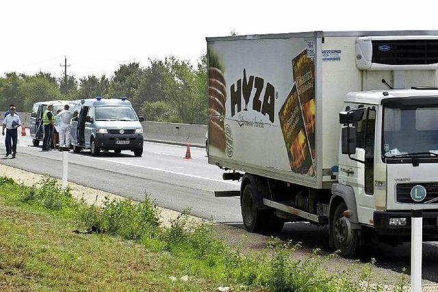 Polizei: Mutmaßliche Fahrer des Flüchtlings-Lkw gefasst – 71 Tote in Österreich