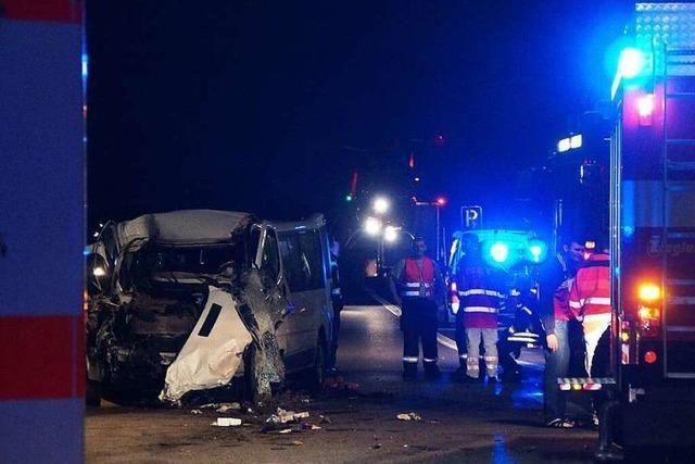 Tragisches Ende einer Spanienfahrt – 19 Menschen bei Unfall auf A5 teils schwer verletzt