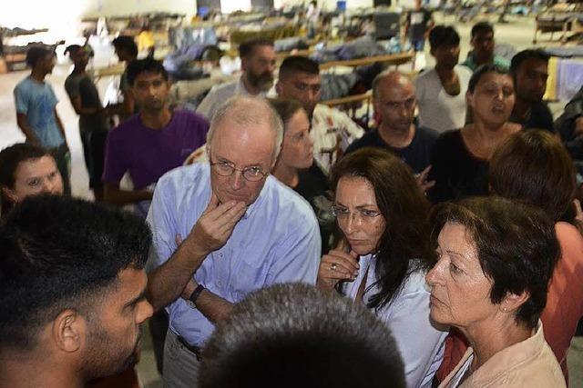 Politiker machen sich ein Bild von der Flüchtlingssituation