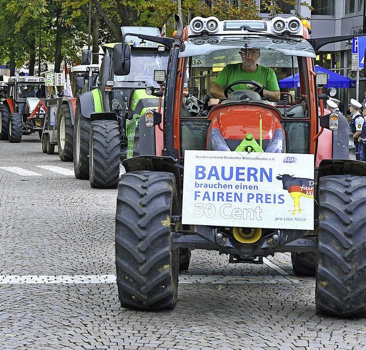 Klare Botschaft: Die Bauern wollen 50 Cent je Liter Milch, derzeit sind es 30.  | Foto: Michael Bamberger