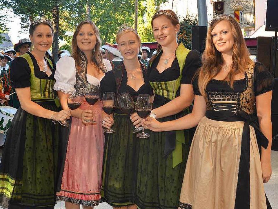 Fünf auf einen Streich: die Badische W...inprinzessin Yasmin Isele (von links).  | Foto: Gerold Zink