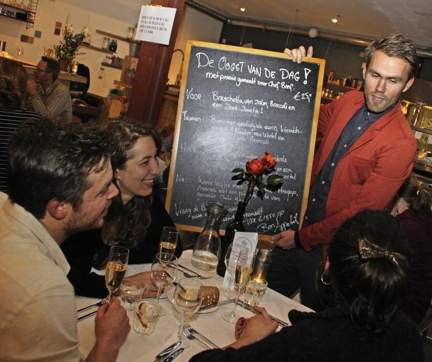 Essen, was auf den Tisch kommt –...ier Gänge, aber für alle das Gleiche.   | Foto: Steve Przybilla