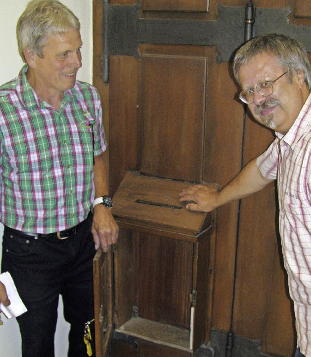 Leer: Edwin Hofmann (links) und  Klaus...erlagen für die Bürgermeisterwahl vor.  | Foto: lange
