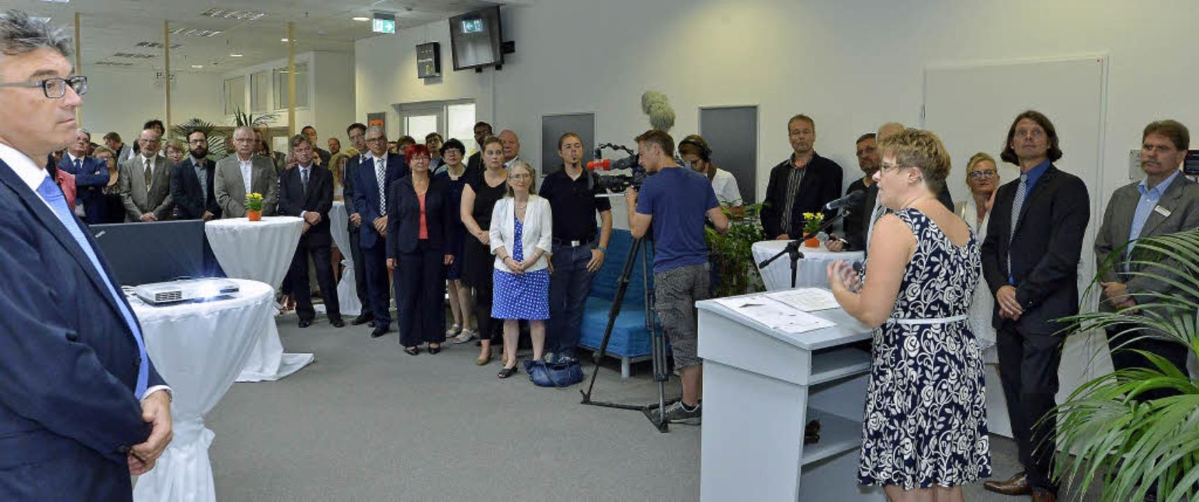Unter den Gästen bei der offiziellen E...bürgermeister Dieter Salomon (links).   | Foto: Michael Bamberger