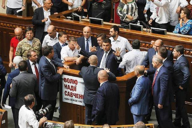 Kiew streitet über Autonomiegesetz