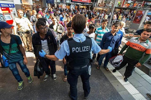 Flüchtlingszüge bringen 3000 Menschen nach Deutschland