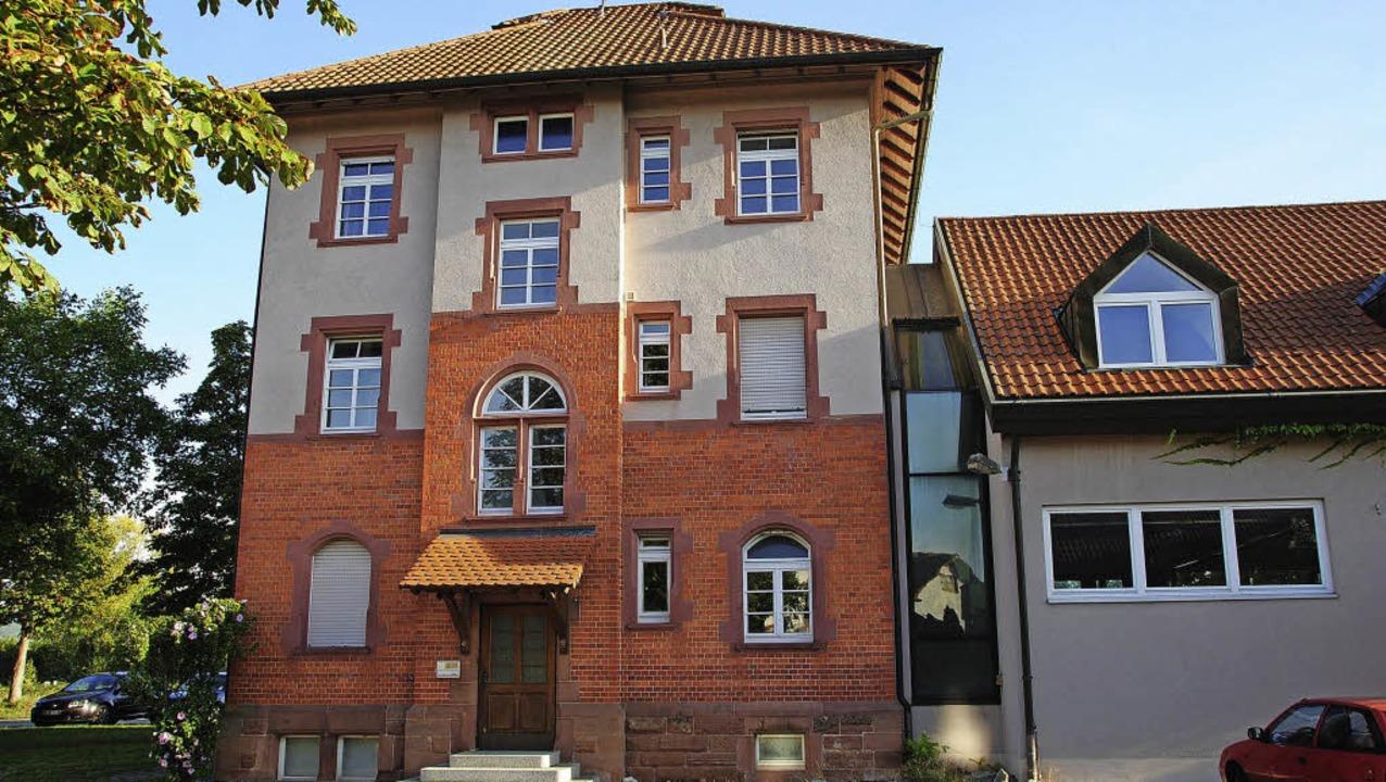 Das Haus neben der Gottenheimer Feuerw...rechts) wird für Flüchtlinge genutzt.     Foto: manfred frietsch