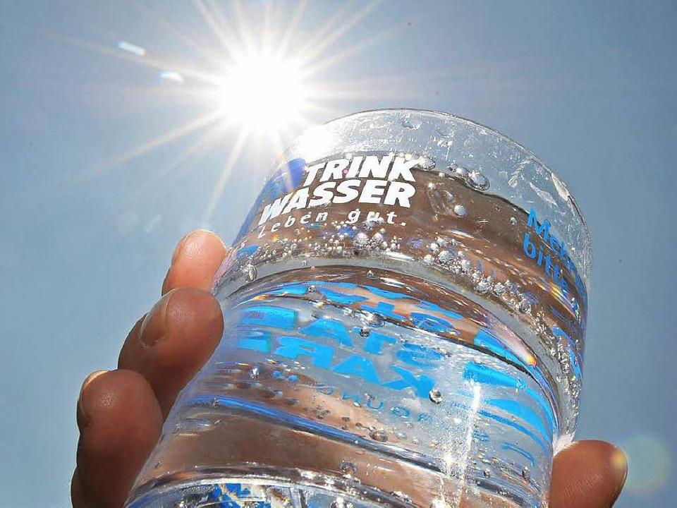 Ein hohes Gut: sauberes Trinkwasser.  | Foto: dpa