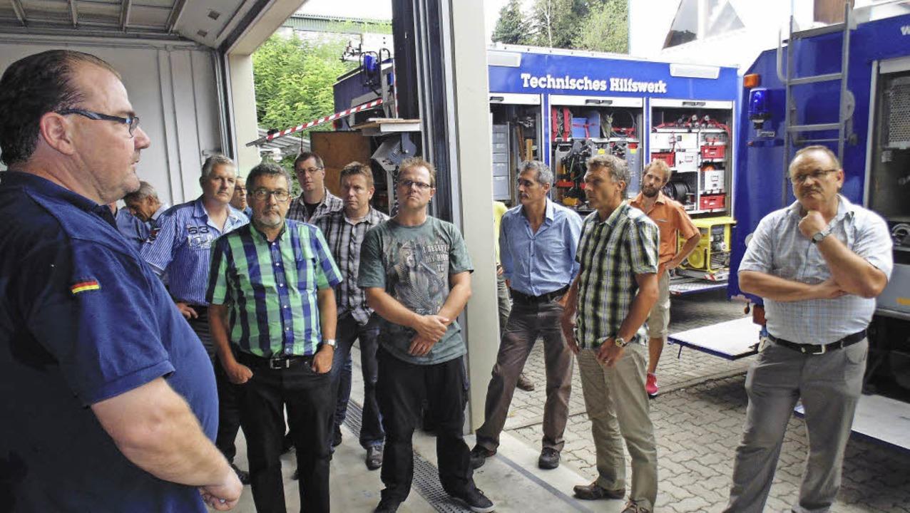 In Laufenburg erläuterte der Ortsbeauf...chen Zivilschutzverbands den Fuhrpark.  | Foto: Michael Gottstein