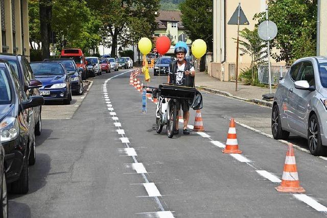 Fahrradspur mitten auf der Straße – aber nur in eine Richtung