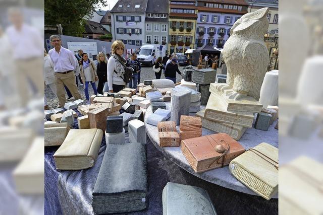 Luftiger Markt für Kunsthandwerk