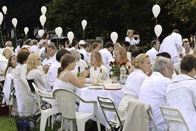 Dîner en blanc in Murg: Ganz in Weiß