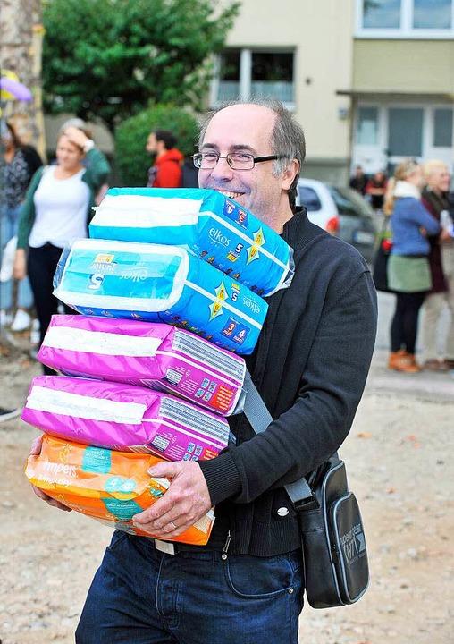 Bürger bringen Spenden zu Begrüßung  | Foto: Michael Bamberger