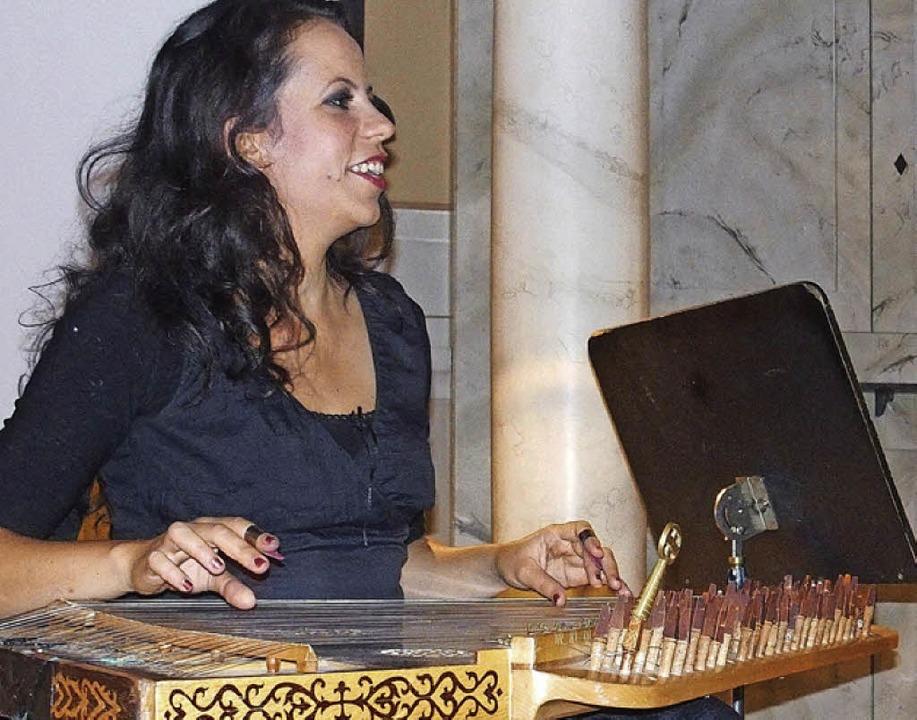 Die Zitherspielerin Hend Zouari   | Foto: franzen