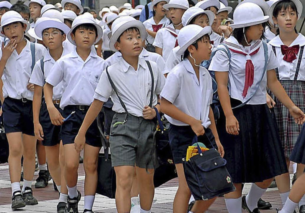 Leistungsdruck: Japans Schulsystem gilt als eines der härtesten weltweit.   | Foto: dpa