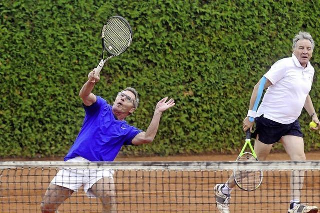 Freundschaftliches Treffen am Tennisnetz