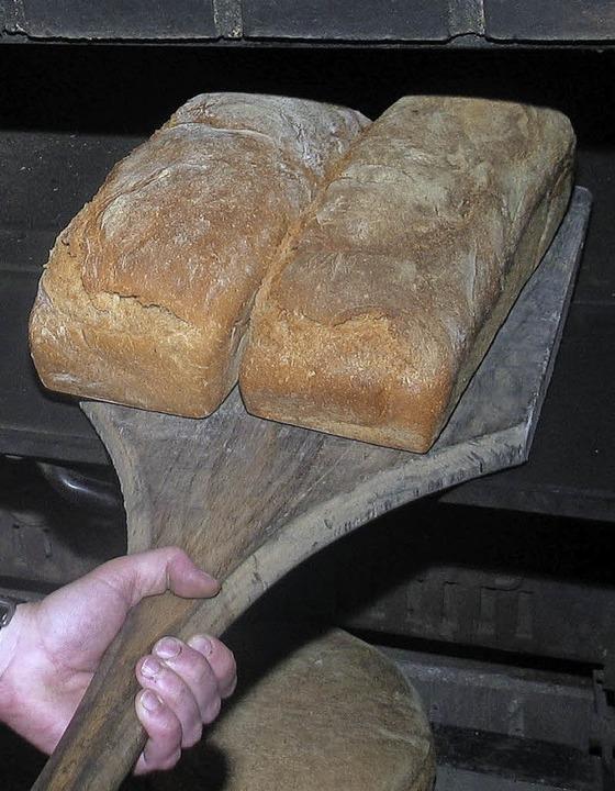 Hmmmm... frisches Brot aus dem Holzofen.    Foto: Gerda Oswald