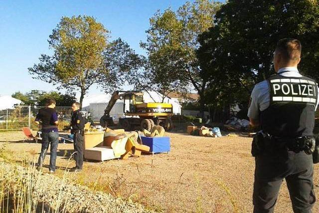 Polizei räumt Willkommenszelt gegenüber der neuen Flüchtlingsunterkunft