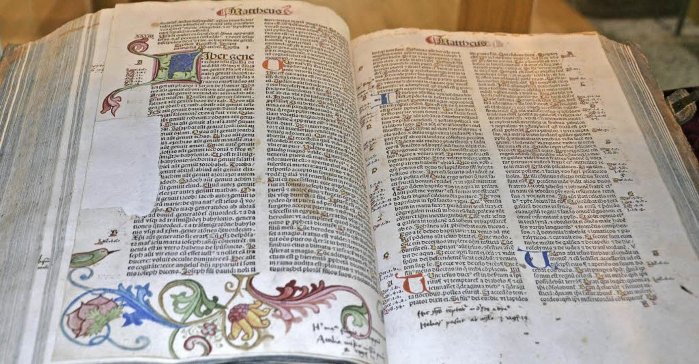 Bibel aus dem Jahr 1487, gedruckt von ... in der Sammlung von   Steffi Bürgin.   | Foto: Nikolaus Trenz