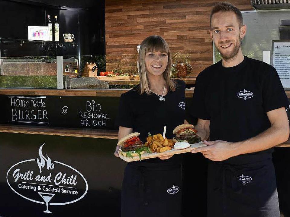 Guten Appetit: Andrea und Michael Weghaupt aus Sulz vor ihrem Black Pearl   | Foto: Bettina Schaller