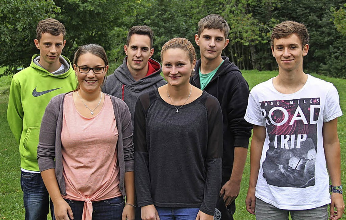 Sechs neue Azubis bei Hectronic  (hint...Laura Gantert (Industriekauf-frauen).     Foto: Hectronic