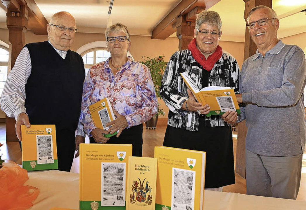 Bei der Übergabe der Bücher: (von link..., Ulrike Schmidt und  Günther Schmidt   | Foto: Sandra Decoux-Kone