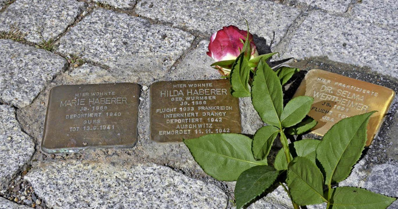 Jetzt erinnern drei  Stolpersteine vor...Stiftsschaffnei an ehemalige Bewohner.    Foto: Christian Kramberg