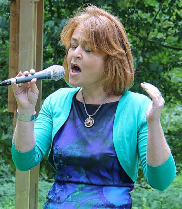 Andrea Lang aus Riegel sang über Liebe, Leid und Leidenschaft.  | Foto: Mario Schöneberg