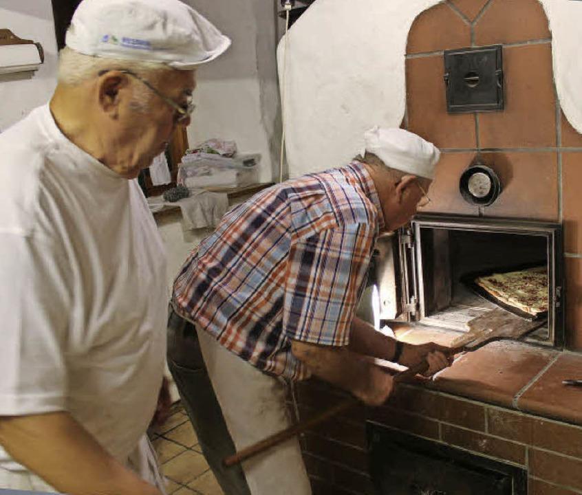 Frischgebackenes Brot und Erläuterunge...ktionen des Heimatverein-Aktionstags.   | Foto: Mario Schöneberg