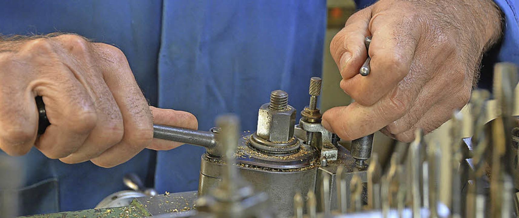 Harald Haas aus Denzlingen  ist stolz ... Stunden Handarbeit restauriert hat.      Foto: Max Schuler