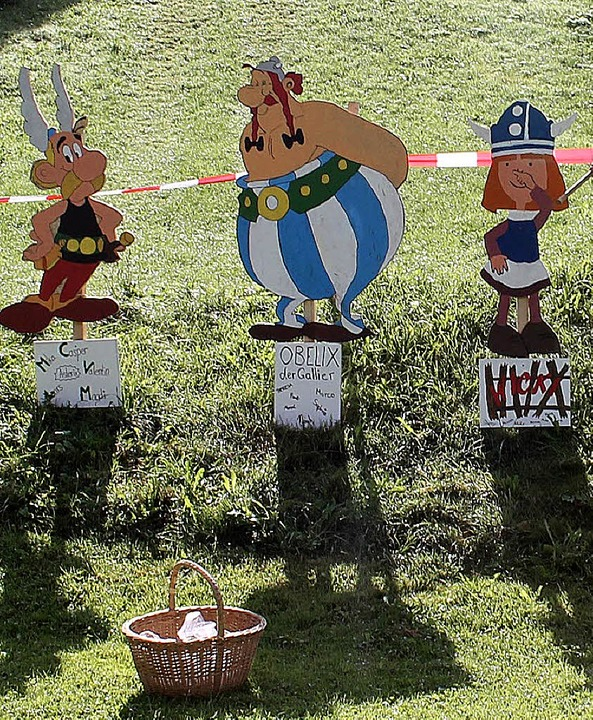 Idole ihrer  Jugend bauten die Teilnehmer eines  Sommerlagers in Menschengröße.  | Foto: Theresia Lutz