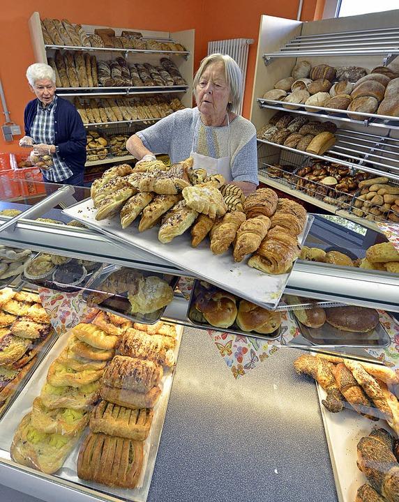 Appetitlich: die Brot- und Kuchentheke   | Foto: Michael Bamberger