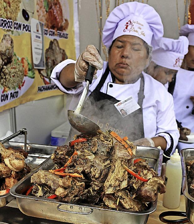 Speisen zubereiten wie dieser Koch in Lima  | Foto: DPA
