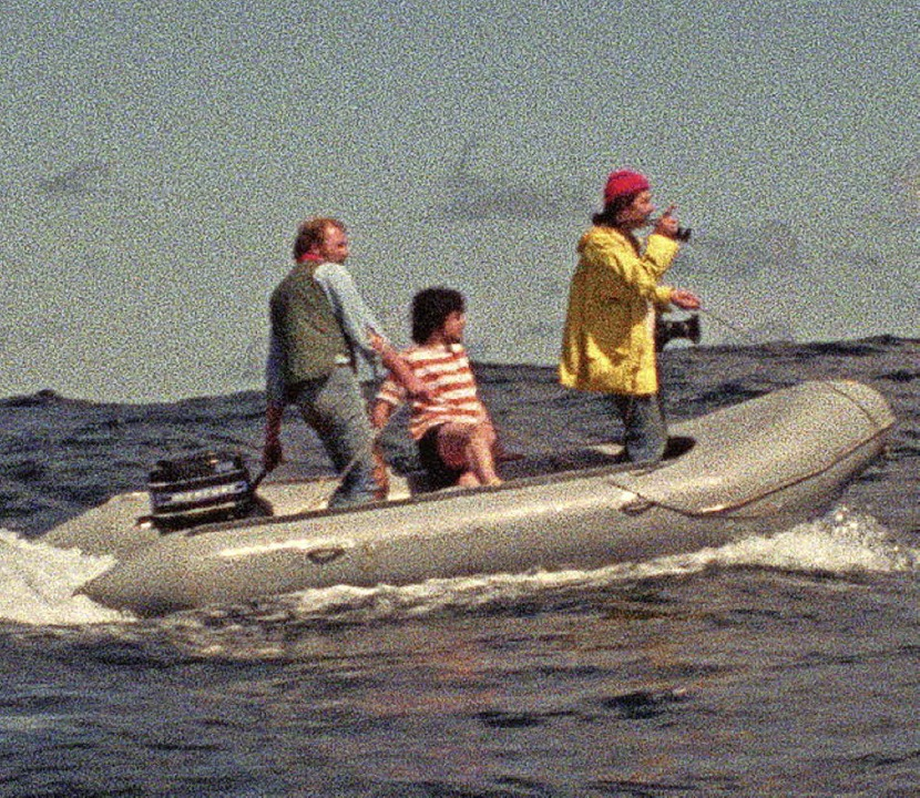 Das waren Zeiten: Greenpeaceaktivisten im Schlauchboot   | Foto: promo