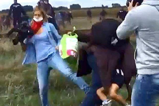 AUCH DAS NOCH: Reporterin tritt Mädchen