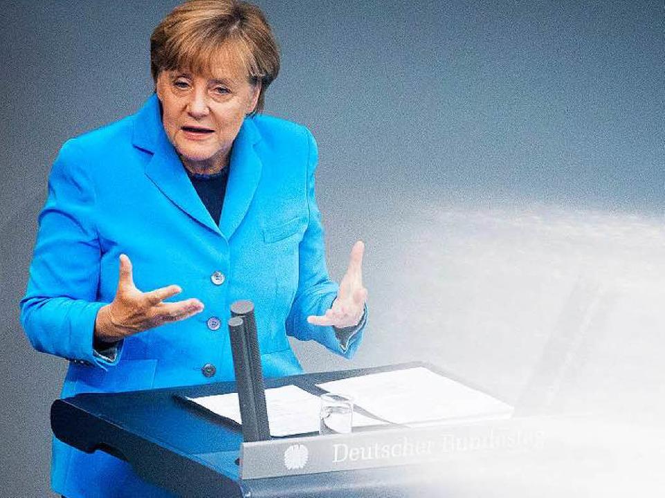 Merkel begründet im Bundestag ihre Flüchtlingspolitik.     Foto: dpa