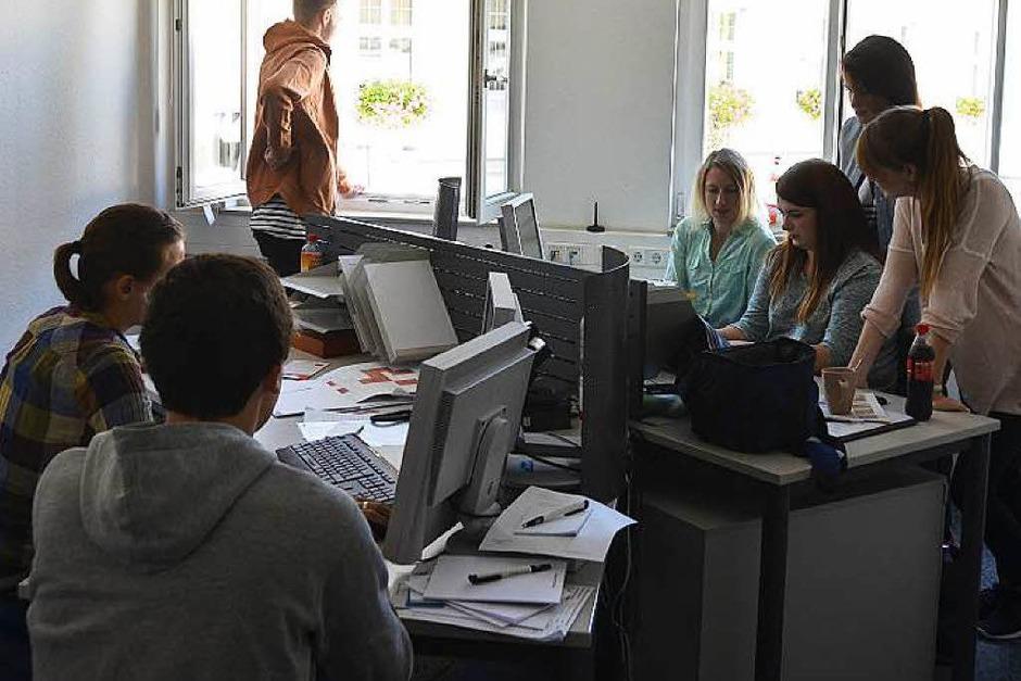 Die Azubi-Redaktion bei der Arbeit (Foto: Chiara Jaeger)