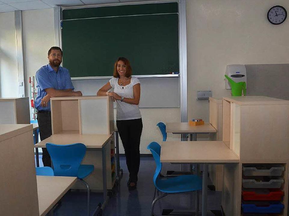 Schulleiter Siegmund Früh und Konrekto...iers bald von Schülern genutzt werden.  | Foto: Agnes Pohrt