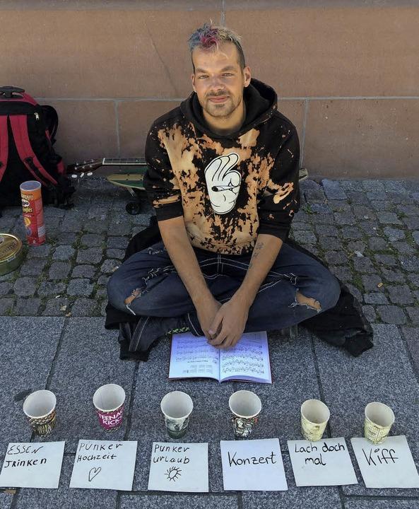 Löckchen will Geld - zum Reisen, zum Kiffen, zum Heiraten  | Foto: Sonja Müller