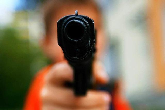 Spielzeugpistole sah echt aus – Einsatz auf dem Schulhof