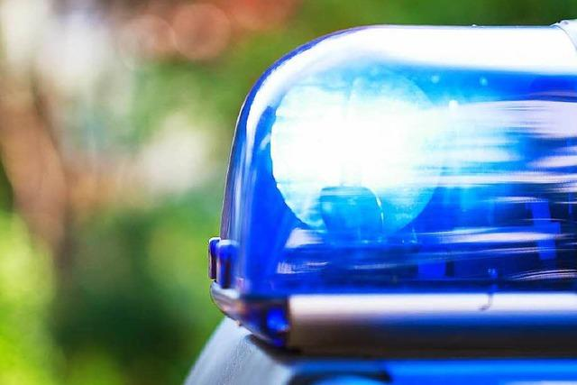 Betrunkener Autofahrer flüchtet, baut Unfall – und geht zur Polizei