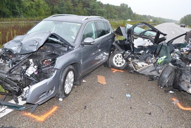 Unfall auf A5 bei Neuenburg: Zwei Männer und ein Kind sterben