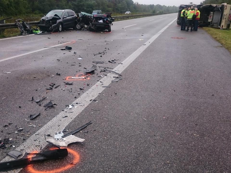 Drei Tote nach Unfall mit Wohnmobil  | Foto: Martin Ganz / kamera24.tv